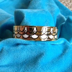 TALBOTS - White Scallop Bracelet - Very Good Shape